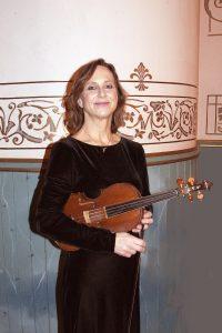 Ginna Watson, baroque violin
